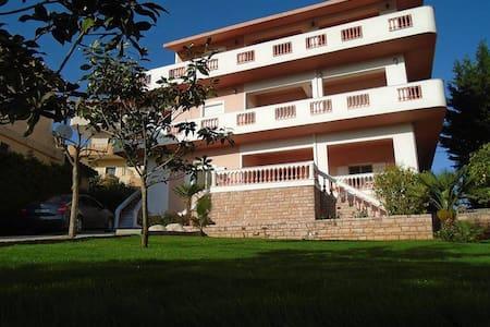 Viktor's Apartments - Ksamil - Ksamil - Lejlighed