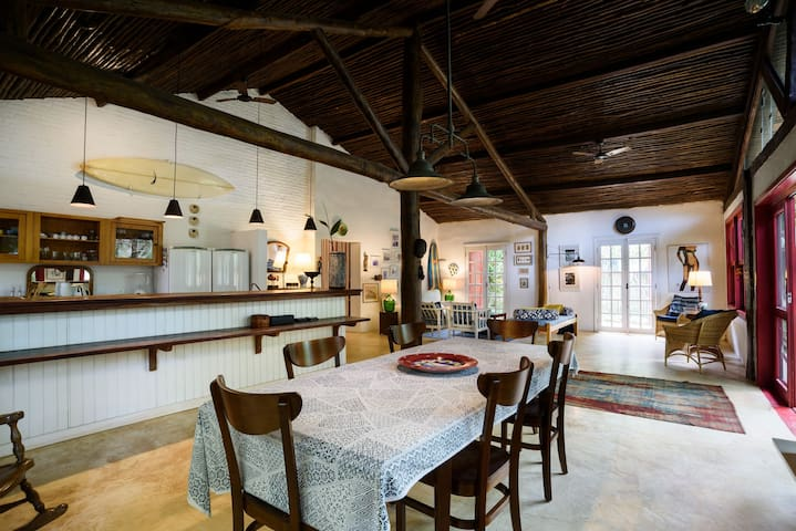CLASSIC SURF HOUSE - 80m from the Camburi Beach