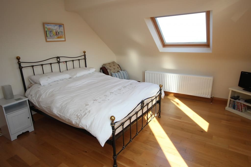 King SIze bedroom with ensuite