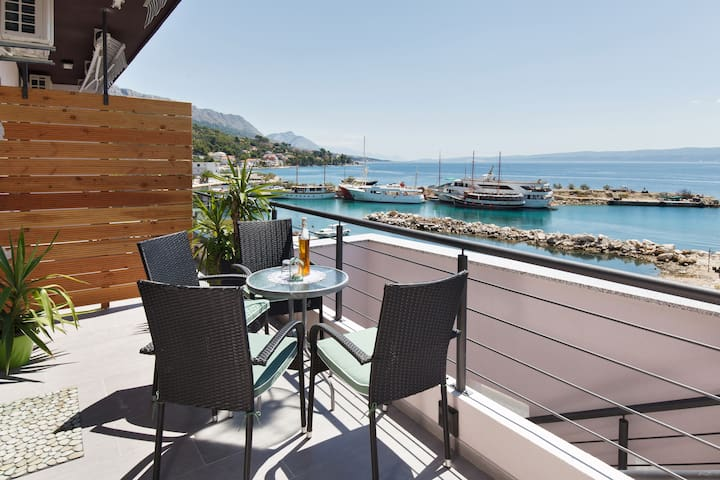 Luxury seafront apartment MiddelM **** - Split - House
