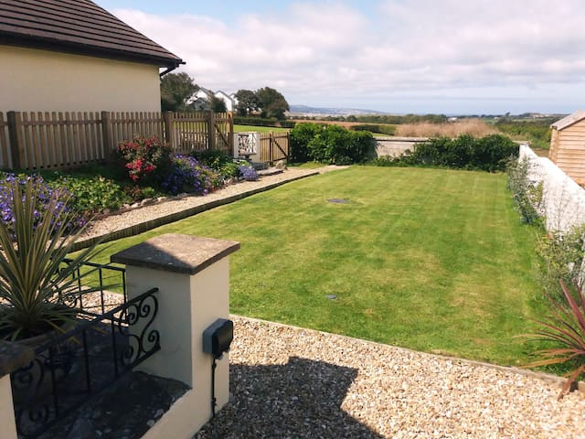 Cosy bungalow, Hayle area, Gwithian near St Ives