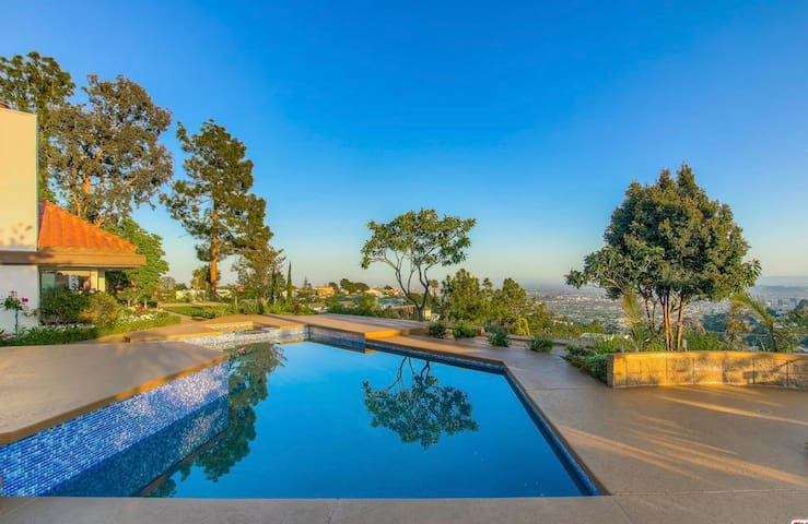 Peaceful Lifestyle with Panoramic views and Pool