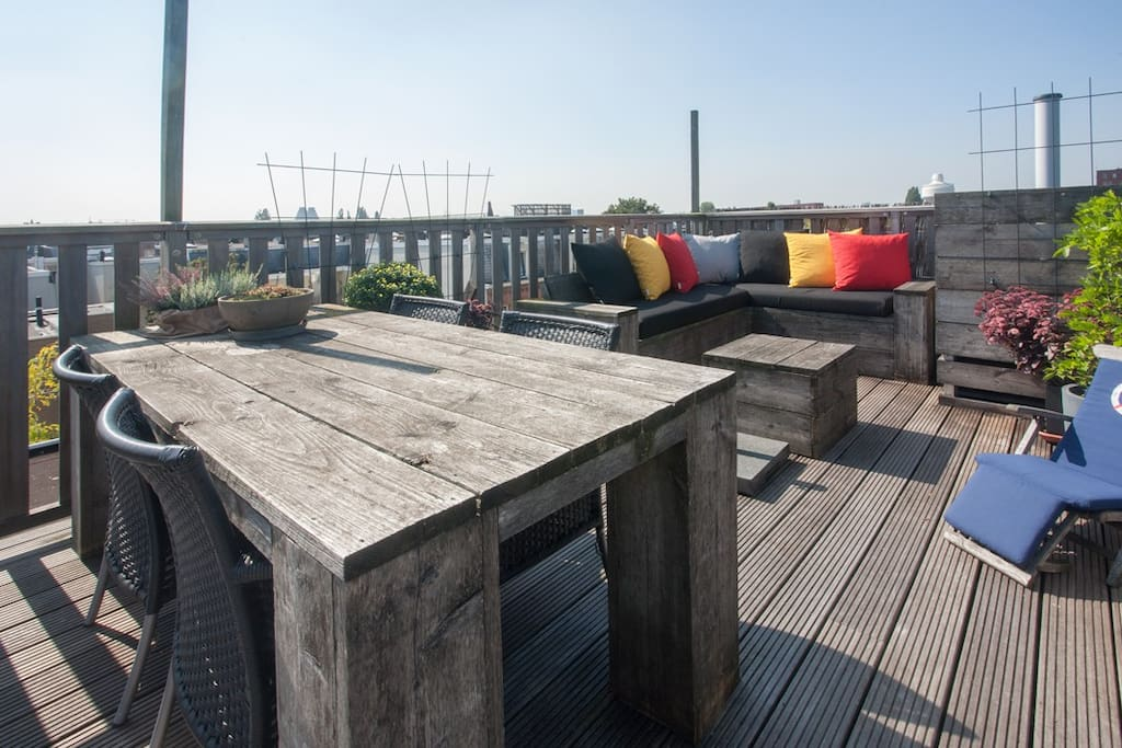 35m2 roof top terrace with lounge sofa and BBQ