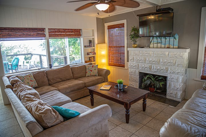 LakeTravis 4BR:Free water park & low cleaning fee!