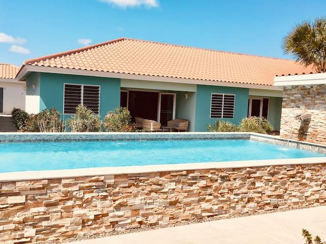 ^^Modern Poolside Condo in Tranquil Resort^^