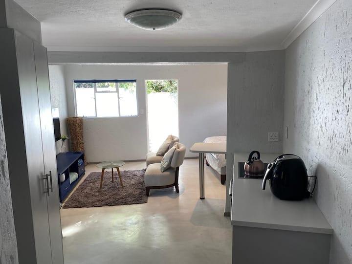 Brand New Private Cottage Near Monte Casino