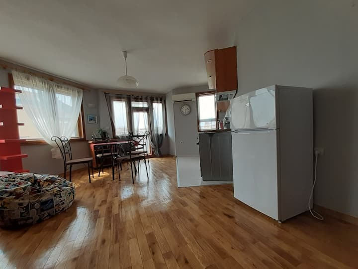 Varna cozy Yavor St 1 bedrm sunny apartment for 4