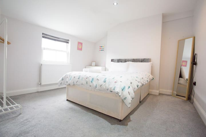 Spacious Bright Double Room HAGGERSTON
