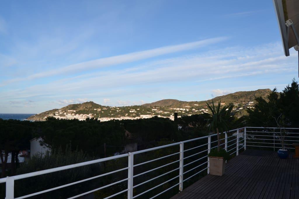 Gran terraza con preciosas vistas al mar