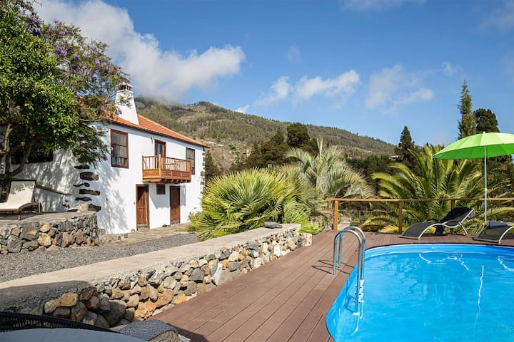 Beautiful Finca with large pool and seaview