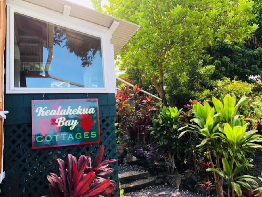 Kealakekua Bay Cottage & Red Ti Cottage available to overnight guests