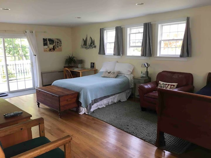 Private, Spacious in-law suite near airport