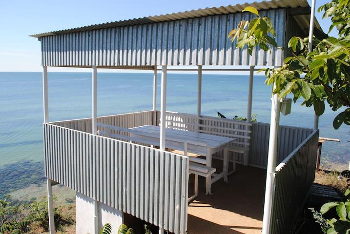 Комната в доме прямо на диком берегу моря - Odessa - Casa