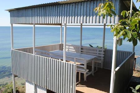 Комната в доме прямо на диком берегу моря - Odessa