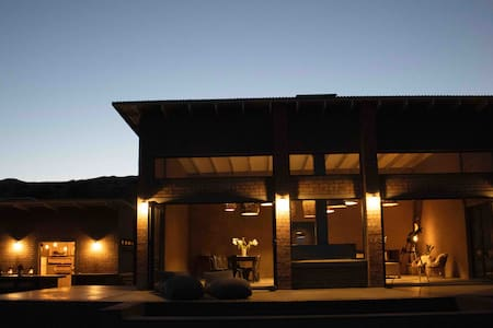 Mountain Lodge on a working farm - Karoo Suite