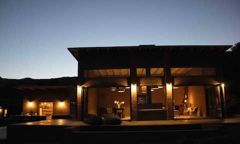 Mountain Lodge on a working farm - Karoo Suite
