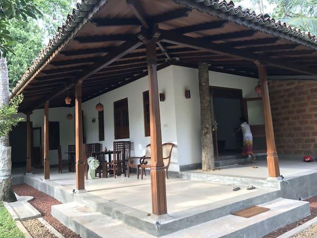 Villa Teak Cottage In Hikkaduwa