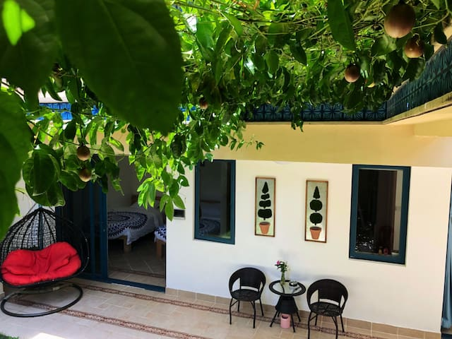 绿地红墙两房一厅106平米庭院洋房