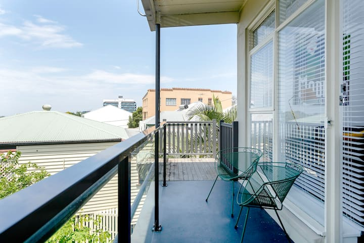 Beautiful Modernist Apartment - Near Suncorp/Wifi