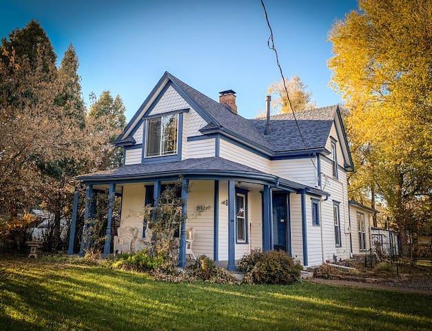 Ivywild Farmhouse (newly renovated!)