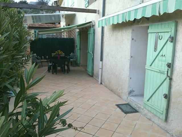 Grande maison ensoleillée au coeur de la Provence - Roquevaire