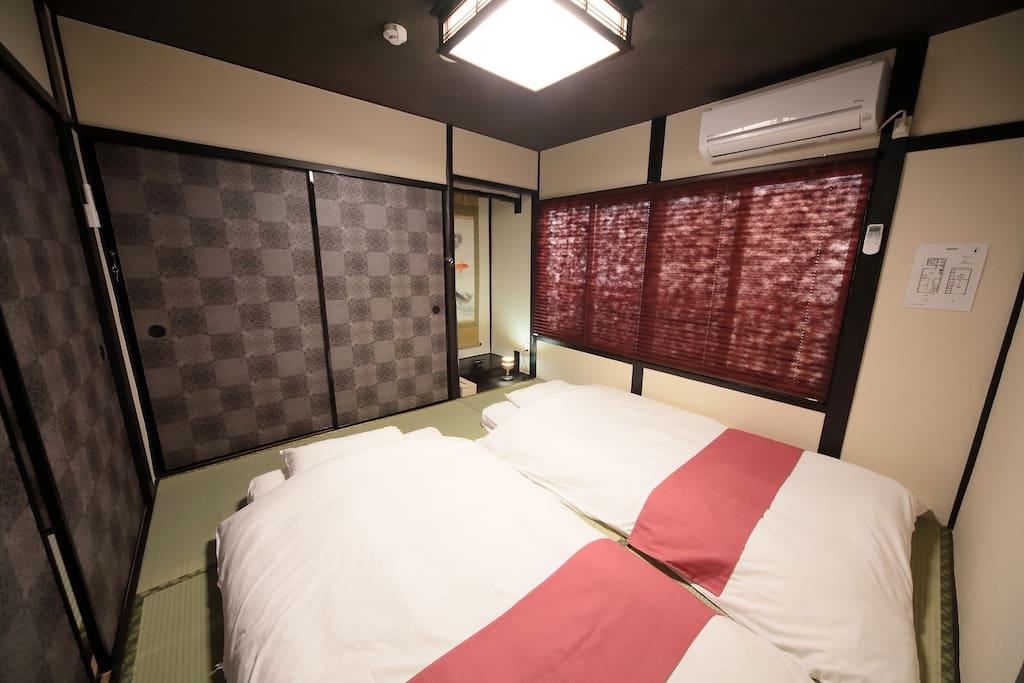 寝室(布団2組)