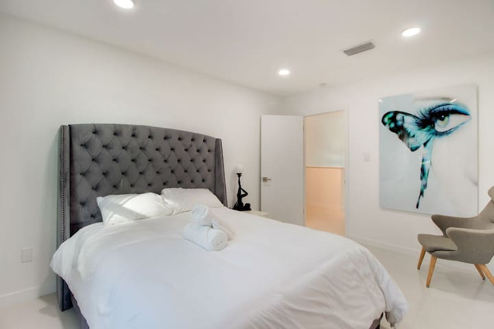 Beautiful Private Room With Bathroom Queen Bed