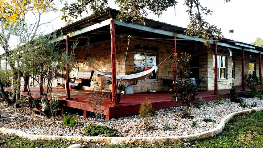 Secluded 5 Bedroom  Party House - Dripping Springs - Casa