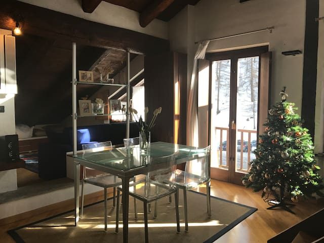 Romantic cottage with fireplace, on the ski slopes - Sestriere - Cabaña