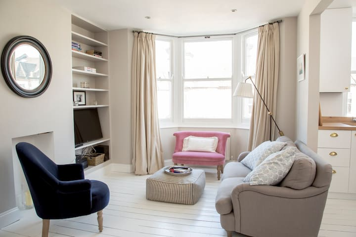 Bright and Beautiful 1 Bedroom Flat