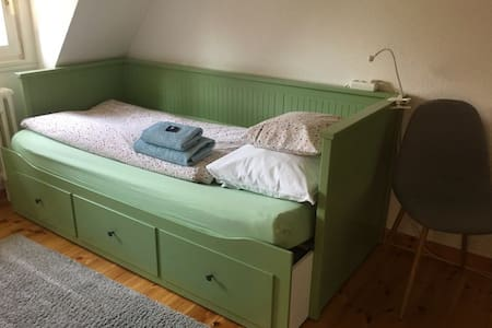 """Ruhiges Zimmer """"Waldfee""""  mit eigenem Eingang"""