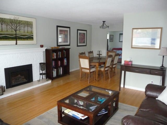 Large, Brite 3 bedroom Suite - Comox - Maison