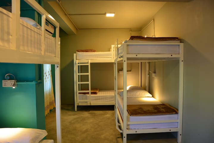 8 Bed Mix Dorm