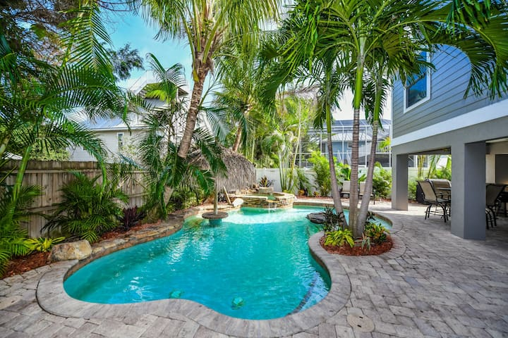 Bright and sunny luxury vacation home, one block to the beach w/ Pool and Spa!