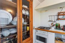 The equipped Kitchen with the dining table