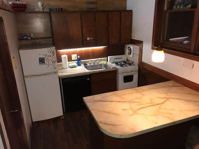 C-2 Two Bed Trinity Room in Queen Village!
