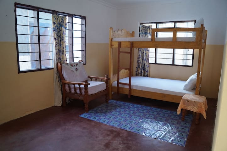 Christina Local Hostel - Bagamoyo - Dom