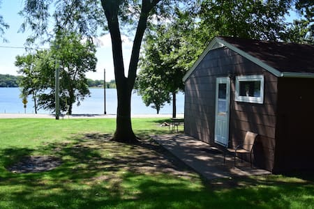Cute 2 Bedroom Cabin on a Lake! WaterPark Included