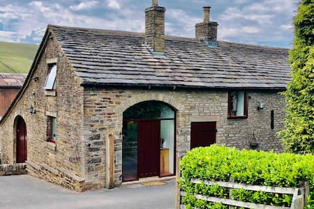 Secluded & Secret Peak District retreat