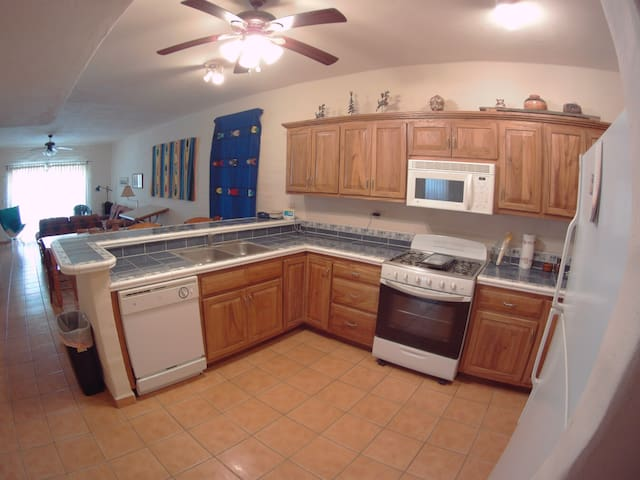 Great kitchen with everything you need for a weekend or the winter.