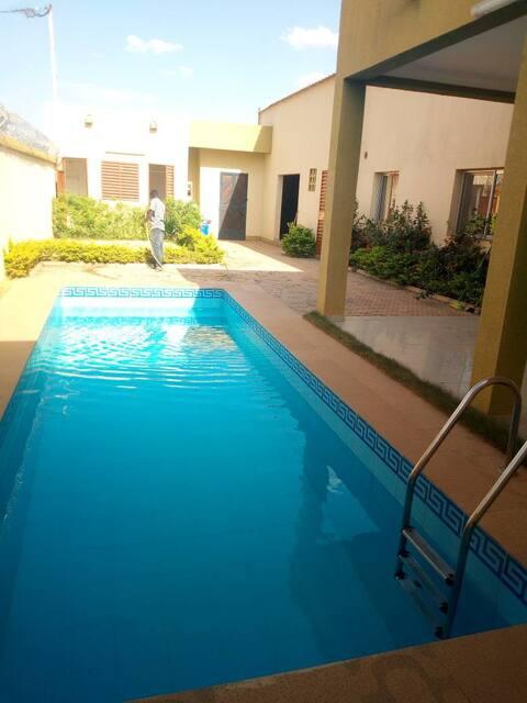 Villa 3 chambres, piscine Ouaga 2000.