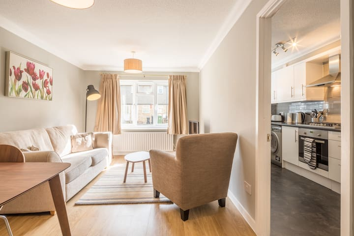 Gorgeous & Quiet 2 Bedrooms Close To Town