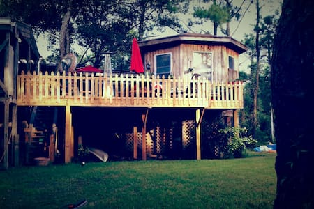 Treehouse Gazebo - Walk To Beach