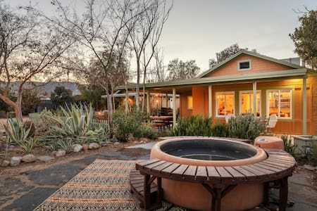 Quails' Garden // Hot tub, Fire Pit, Games