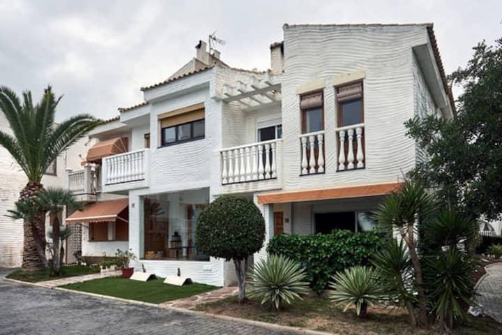 casa  en la playa  con urbanizacion