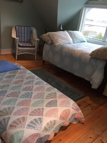 Trundle twin bed