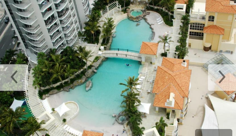 4.5 STAR HOTEL APARTMENT--Heart of Surfers
