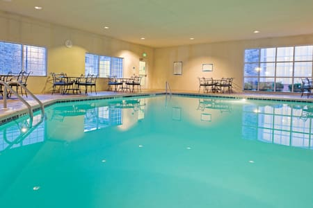 Close to City Center Philadelphia | 24 Hour Business Center + Heated Indoor Pool