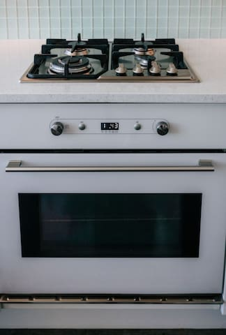 Gas stove. Electric oven.