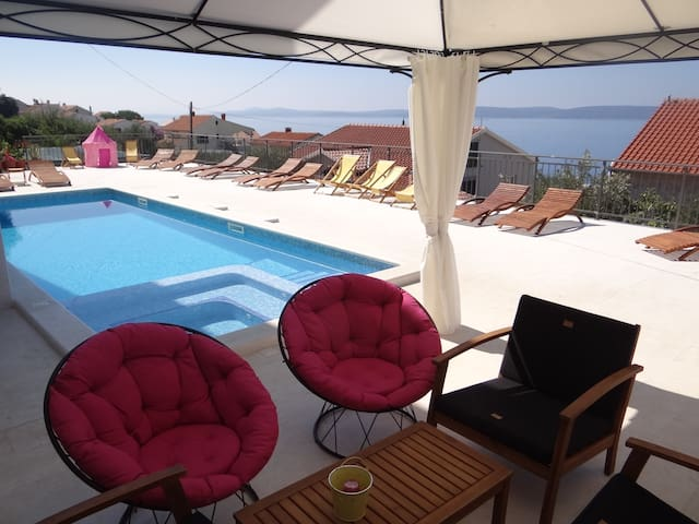 Sea view apartment with heated swimming pool a7